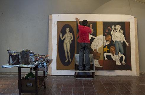 Joao Camara pintando a obra Busenaktion (2014)